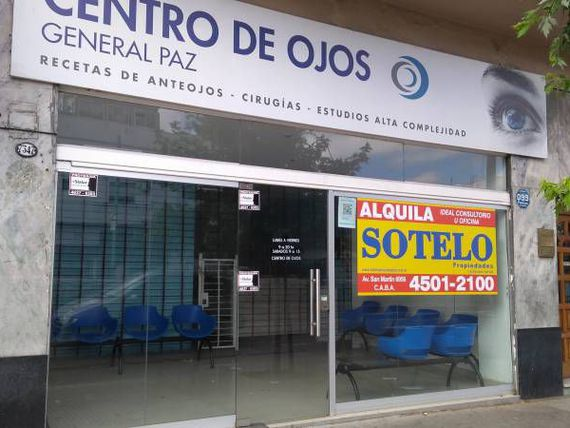 Local con consultorios en impecable estado