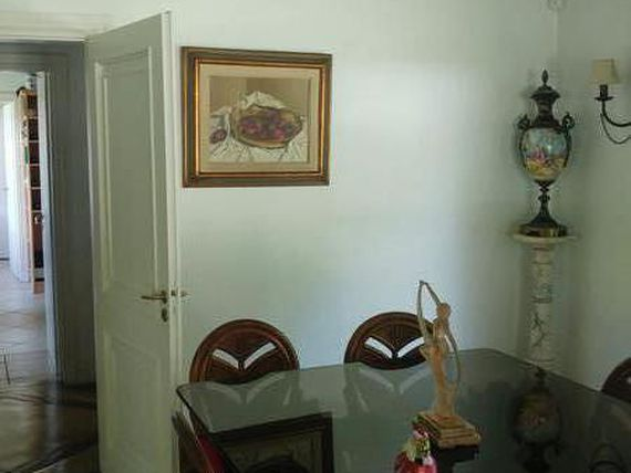 "Mosquera y Gallastegui - Impecable casa en <span itemprop=""streetAddress"">Farm Club</span>"