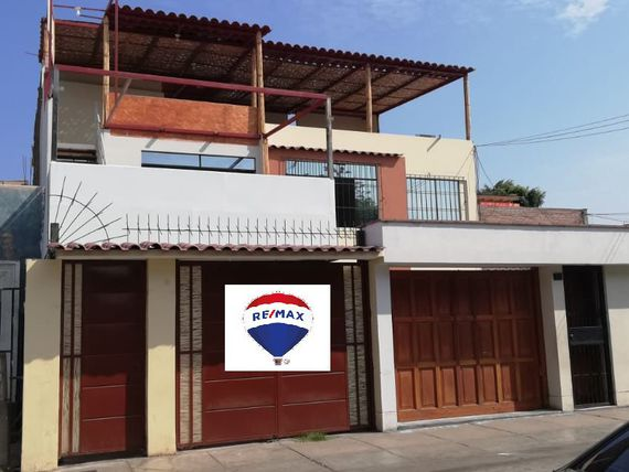 Se vende local comercial en Chorrillos