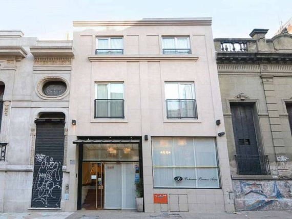 Edificio en Block de 1100 m2.  Reciclado. Impecable.