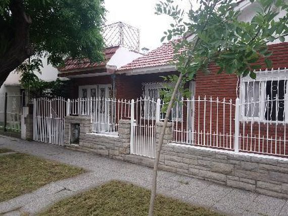 24 M CHALET EN PH 3 AMB. GARAGE Y PATIO