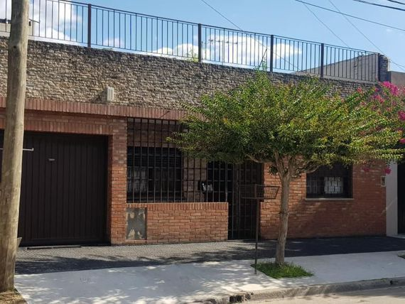 "Casa 3 Amb. Lote 10x23 m. <span itemprop=""addressLocality"">Loma Hermosa</span>"