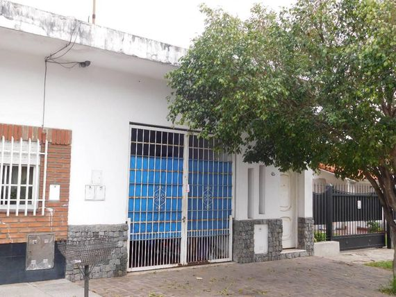 RAMOS MEJIA - VENTA -PH 4AMB CON PATIO Y COCHERA