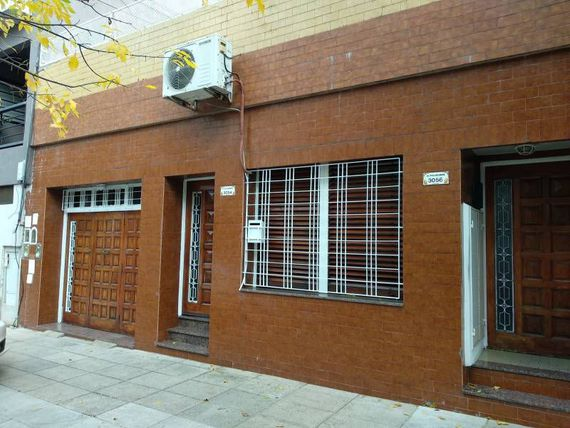 PH 3 ambientes con garage, patio y terraza.