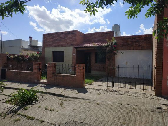 Casa Venta 2 dorm. Barrio Anchorena