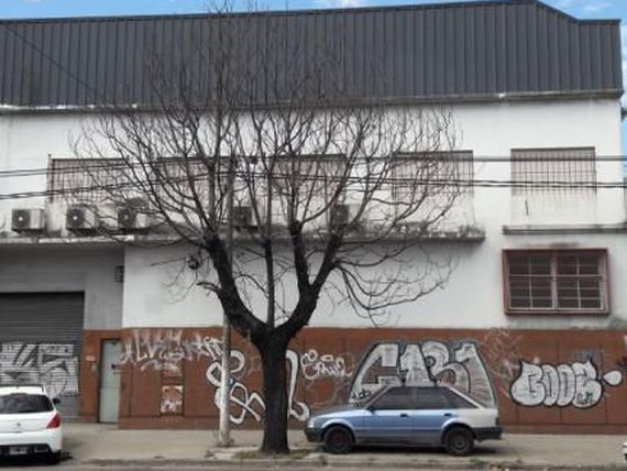 IMPORTANTE INMUEBLE INDUSTRIAL 1900 m2