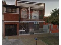 Ph en venta con garage y patio. Zona San Justo