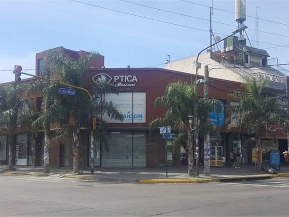 Av Gral Mosconi  1000 - U$D 170.000 - Local en Venta