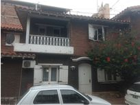 Remax Solutions Vende Casa Complejo privado-Cdad