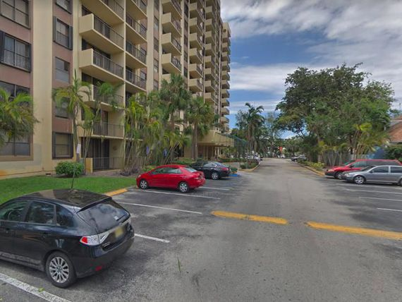 "Departamento en venta en North Miami, <span itemprop=""streetAddress"">Greenwich Condominium</span> 3 amb. USD 175.000.-"