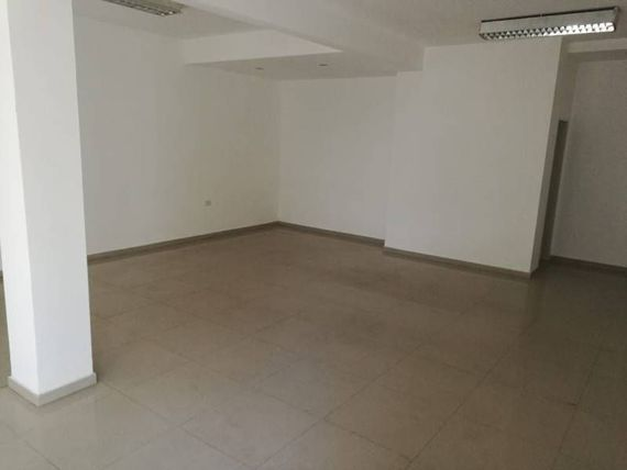 Local de 55 m2 con Cochera - Moreno Sur