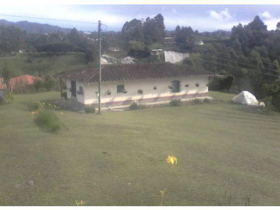 FINCA EN LA VIA SAN VICENTE 8.500  MTS 400 MILL