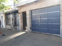 CASA 2  (dos) DORMITORIOS 152m2 - GARAGE - PATIO CON PILETA -INCLUIDO LOCAL COMERCIAL