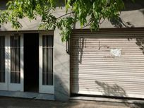 Local al frente con Garage. Montevideo 3000