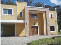 CASA EN COUNTRY LOBOS