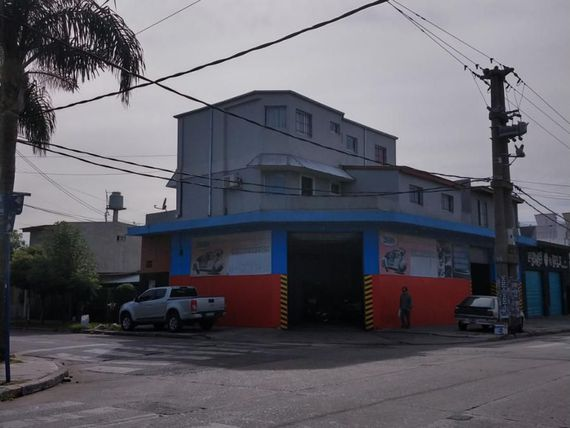 7 DEPTOS Y LOCAL COMERCIAL EN BLOQUE