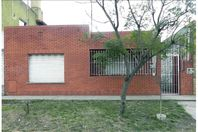 CASA 3 AMB C PATIO - OPORTUNIDAD - IMPECABLE