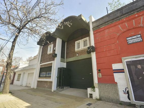 Oficina y local en Parque Chacabuco