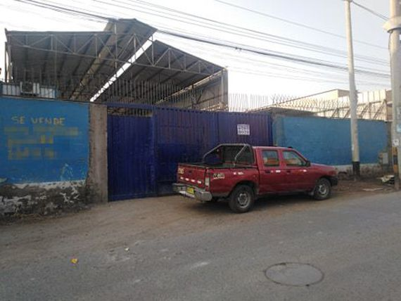 se vende local industrial en ate/santa anita