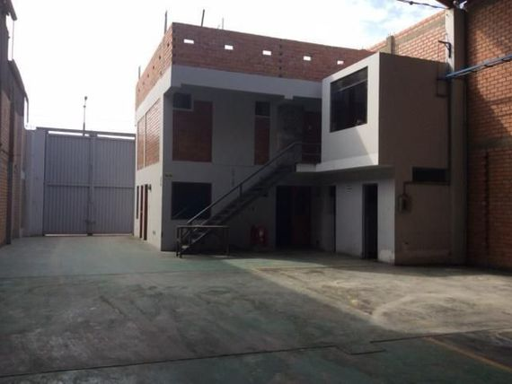 Venta de Local Industrial Av Argentina 1240 m²