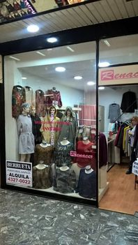 Excelente local en Galeria Colon