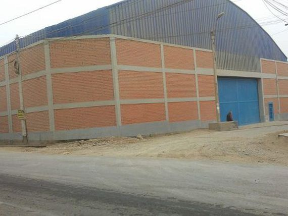 Alquilo Local Industrial de 1750 m2, en Huachipa zona Industrial.