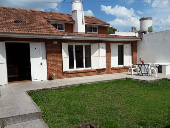 Chalet en PH de 3 amb + playroom con cochera y parrilla (APTO MASCOTA)