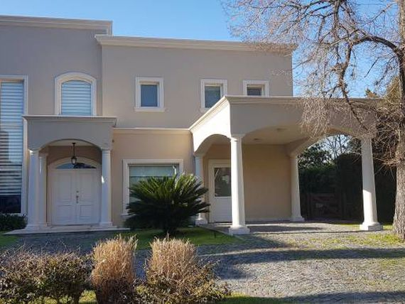 CASA DE CATEGORIA A LA VENTA EN ABRIL CLUB DE CAMPO