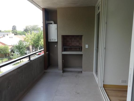 En edificio Doux, muy luminoso, balcon con parrilla y amenities