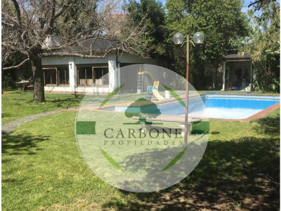CASA QUINTA EN HURLINGHAM, IDEAL INVERSOR.