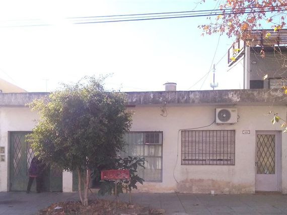 Venta Lote 3 deptos y local A Reciclar VILLA MAIPU